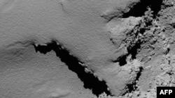 Une photo rendue publique le 30 septembre 2016 par l'Agence spatiale européenne, montrant une vue prise par une caméra de la comète Rosetta.