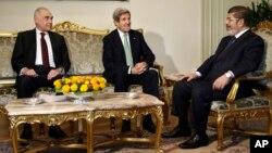 قاہرہ: مرسی اور کیری کی ملاقات
