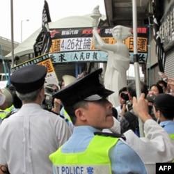 长跑示威队伍遭警方阻挡