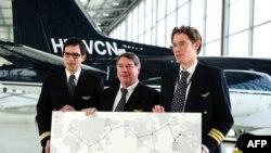 Экипаж Рикардо Мортара после приземления в Женеве