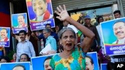 8일 스리랑카 대선 투표가 진행된 가운데 마힌다 라자팍사 현 대통령 지지자들이 구호를 외치고 있다.