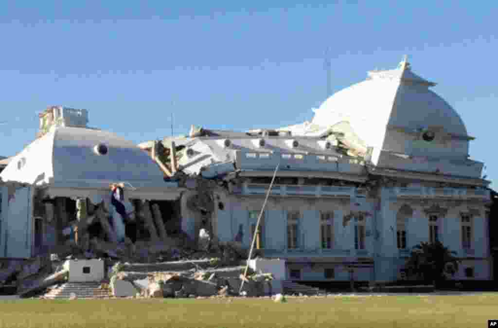 **RECROPPED VERSION OF XLAT104** Haiti's National Palace is seen damaged in Port-au-Prince, Wednesday, Jan. 13, 2010. A powerful earthquake struck the country on Tuesday. (AP Photo/Jorge Cruz) ** DOMINICAN REPUBLIC OUT **