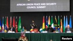 Para pemimpin negara-negara Afrika dan anggota delegasi KTT Perdamaian dan Keamanan Uni Africa di Nairobi, Kenya, 2 September 2014 (Foto: dok).