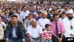 Besimtarët e Shqipërisë festojnë Bajramin e Madh