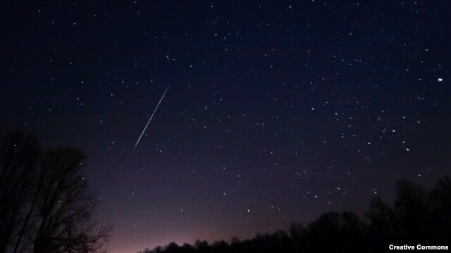 "A ""shooting star"" is seen duing a Geminid meteor shower. (via <a href=""http://www.flickr.com/photos/jeffsmallwood/"">Flickr</a>)"