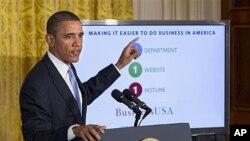图为奥巴马总统1月13日在白宫分析联邦政府机构合并的必要性