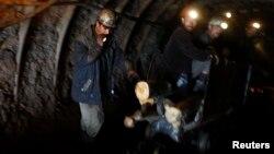کارگران معدن در افغانستان