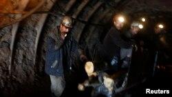 Afganistan'da bir kömür madeni
