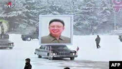 Траурная процессия на улицах Пхеньяна. 28 декабря 2011г.