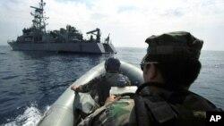 Корабль ВМС США USS Thunderbolt