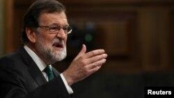 Mariano Rajoy se niega a dimitir luego de que su formación, el conservador Partido Popular, fuese sancionado por la justicia como beneficiario de una trama de sobornos.