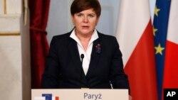 la Première ministre polonaise, la conservatrice Beata Szydlo, lors d'une conférence de presse à Paris, France, 3 février 2016.