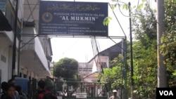Pondok Pesantren Al Mukmin Ngruki Sukoharjo (foto: dok). Beberapa santri tamatan pesantren ini terlibat beberapa aksi terorisme, namun Pondok ini tegas menolak keterkaitan dengan terorisme.