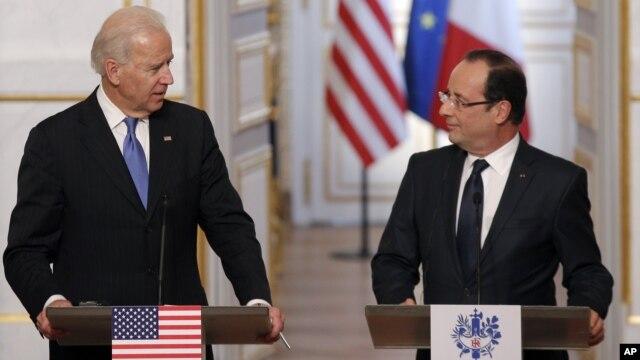 Joe Biden, vicepresidente de EE.UU. participa de una conferencia de prensa con el presidente de Francia, Francois Hollande.