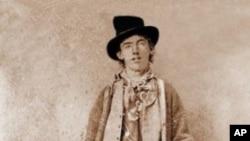 Snimljena negdje krajem 1879, ili početkom 1880., to je jedina poznata fotografija Billyja Kida. Prodana je na dražbi 2011. za 2,3 milijuna dolara, najviša ikad postignuta cijena za jednu povijesnu fotografiju
