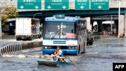 წყალდიდობა ბანგკოკის ცენტრს საფრთხეს უქმნის