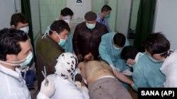지난 3월 19일 시리아 칸 알 아살 마을의 한 병원에서 화학무기에 노출된 것으로 의심되는 환자가 치료를 받고 있다. 시리아 관영 SANA 배포 사진.