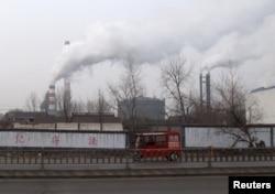 중국 산둥성 린이의 철강 공장. 산둥성은 중국 내 북한산 무연탄 수입 1위 지역으로, 수입한 무연탄은 철강 공장 등에서 주로 소비하는 것으로 알려졌다. (자료사진)