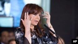 La presidencia de Argentina señaló en un comunicado que la mandataria de 61 años sufre de faringitis.