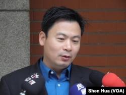 国民党籍立委吴育仁3月15日在立法院(美国之音申华拍摄)