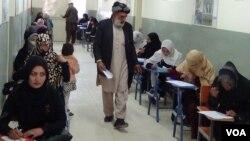 د پوهنې وزارت وايي اوسمهال په ټول افغانستان کې له پوهنې وزارت سره ۲۱۷ زره ښوونکي ثبت او راجستر دي.