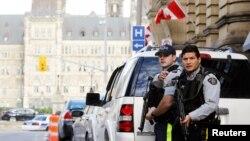 Polícia canadiana de guarda ao parlamento após tiroteio em Otava (22 Out 2014)