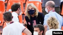 Джилл Байден во время просмотра Олимпийского матча по стритболу