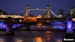 """估計全世界每年有大約1000億美元""""髒錢""""流入倫敦"""