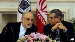 Indian FM S.M.Krishna, right, talks with his Iranian counterpart Ali Akbar Salehi during a joint press conference in New Delhi, India, May 31, 2012.