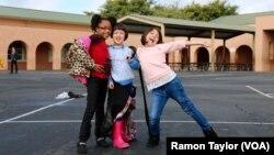 Các học sinh tại trường tiểu học Salt Creek ở Chula Vista, California.
