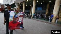 Chávez aparece solo en fotos.