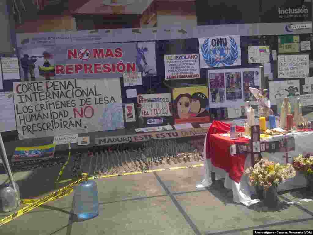 En varias esquinas de las calles de Caracas, se recuerdan las razones de las protestas, que van más allá de la crisis política siendo su principal motivo la falta de insumos y servicios básicos en el país.
