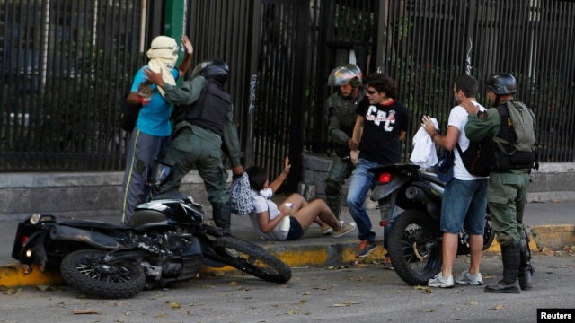 National Guards detain anti-government protesters after a demonstration against Nicolas Maduro's government at Altamira square in Caracas March 16, 2014. Venezuelan troops stormed the Caracas square on Sunday to evict protesters who turned it into a stron