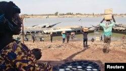 Livraison d'aide humanitaire à Mopti, Mali, le 4 féverier 2013