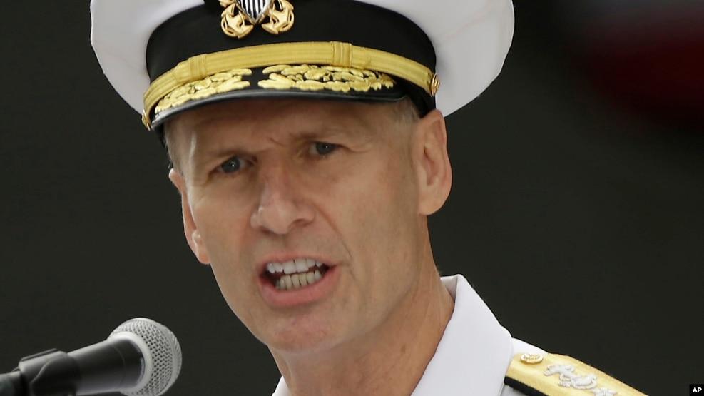 """Hồi đầu năm nay, chỉ huy Hạm đội Bảy của Mỹ, Phó Đô đốc Joseph Aucoin, cho rằng sẽ """"tốt nhất"""" cho """"quyền lợi"""" của khu vực nếu Australia đưa tàu vào trong phạm vi cách khu vực tranh chấp 12 hải lý."""