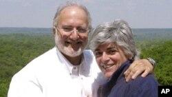 Los esposos Alan y Judy Gross en una foto de archivo de la pareja.