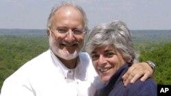 Los esposos Alan y Judy Gross