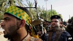 گروهی از پیکارجویان شیعه در شهر بصره، عراق – ۲۶ خرداد ۱۳۹۳