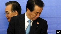 Japan's Prime Minister Naoto Kan, right, and China's Premier Wen Jiabao look in opposite directions as they arrive for 13th ASEAN Plus Three Summit on the sidelines of the 17th ASEAN Summit in Hanoi 29 October 2010.