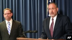 United States Attorney Andrew Luger, right, and FBI special agent Richard Thornton explain the criminal complaint charging six Minnesota men with terrorism at a news conference in Minneapolis, April 20, 2015.