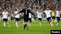 تیم آلمان پس از شکست دادن ایتالیا و صعود به دور نیمه نهایی