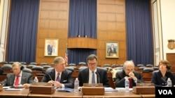 美中经济安全审议委员会2014年11月20日公布向国会提交的年度报告(美国之音杨晨拍摄)