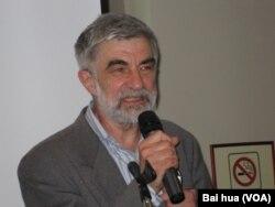 利金斯基2011年5月在莫斯科的一个有关萨哈罗夫的国家讨论会上发表演讲。(美国之音白桦拍摄)