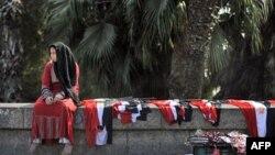 Вуличні торгівці продають національні прапори, готуючись до чергових демонстрацій в день референдуму