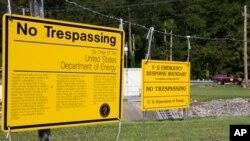 Предупреждающие плакаты комплекса национальной безопасности Y-12 в городе Оук-Ридж, штат Теннесси.