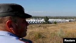 200 truk konvoi bantuan Rusia tampak diparkir di dekat perbatasan Ukraina hari Kamis (21/8).