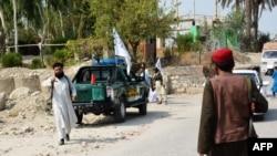 Pripadnici talibana vrše inspekciju u blizini mjesta eksplozije u Jalalabadu, Afganistan, 18. septembra 2021.