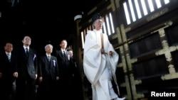 Hàng chục thành viên quốc hội Nhật Bản đã đến thăm ngôi đền thờ những binh sĩ tử trận Yasukuni.