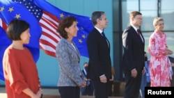 美国国务卿布林肯(中)在匹兹堡主持美国和欧盟的贸易和技术会谈(2021年9月29日)。