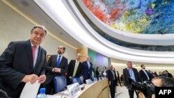 Sekretaris Jenderal PBB Antonio Guterres (kiri) terlihat pada saat pembukaan pertemuan Dewan Hak Asasi Manusia PBB, 27 Februari 2017 di Jenewa. (AFP PHOTO / Fabrice COFFRINI).
